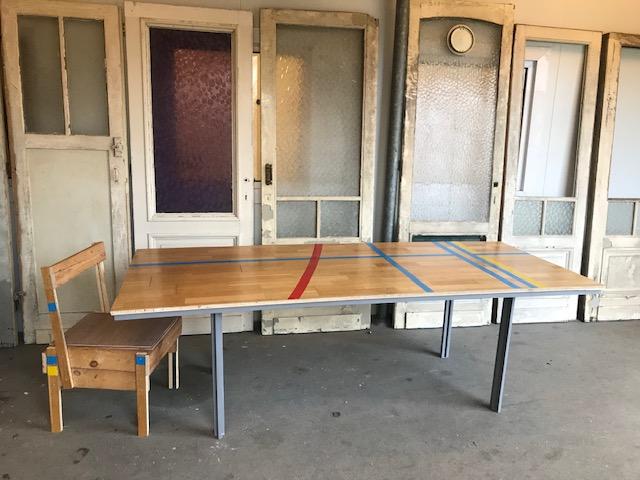 Vergadertafel uit hergebruikte materialen